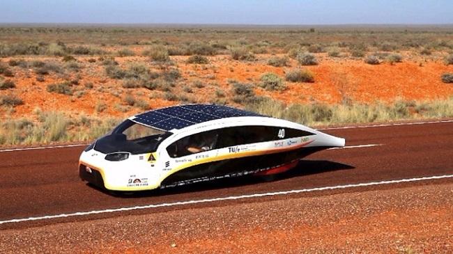 荷蘭「Stella Vie」太陽能車 蒐集的電力可駛1000公里