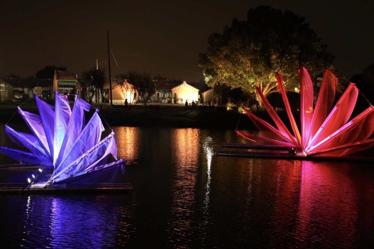 結合鹽水蜂炮 月津港燈節水面光雕投影好浪漫