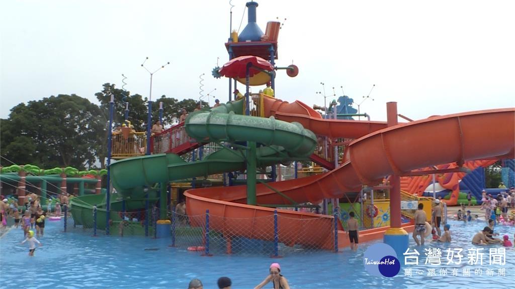 夏天就是要玩水 樂園、飯店推滑水道搶客