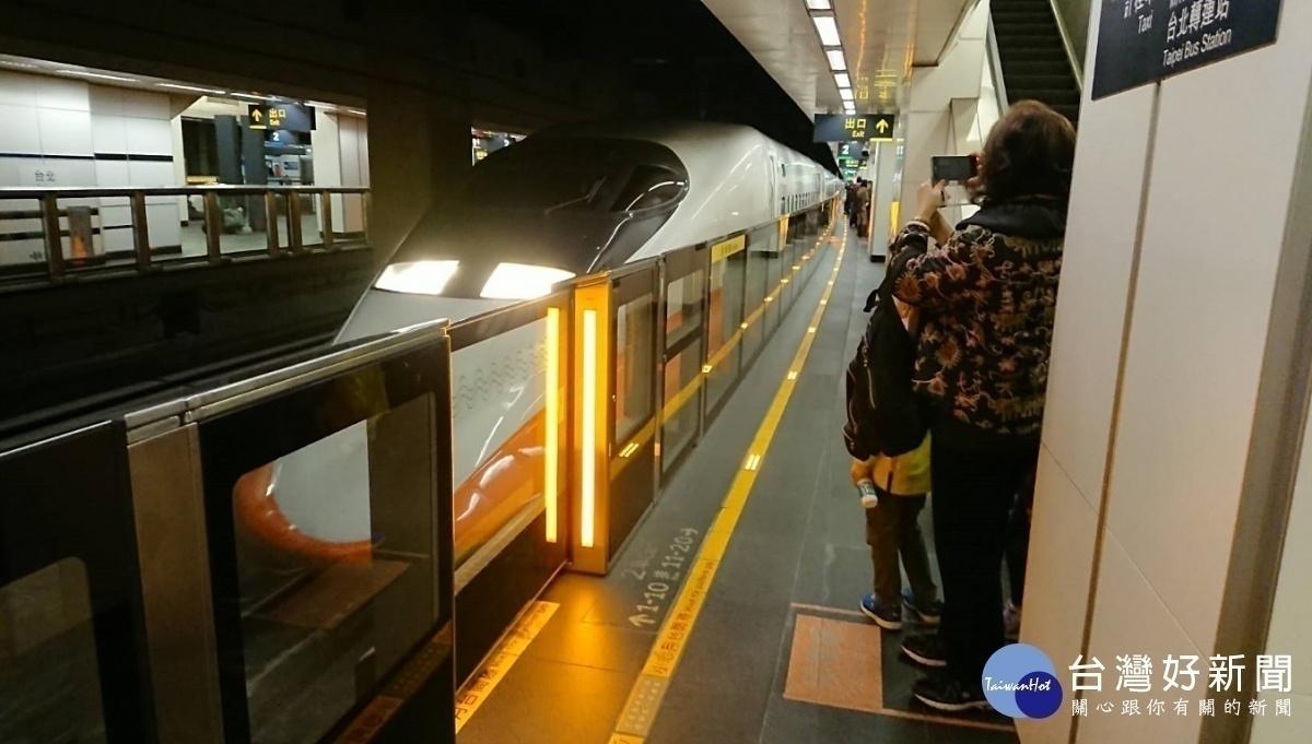 不只網站、APP訂票 台灣高鐵即起用FB Messenger訂票也行