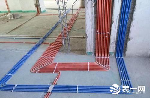 水電線路究竟是走天花板好還是走地面好?原理及注意事項