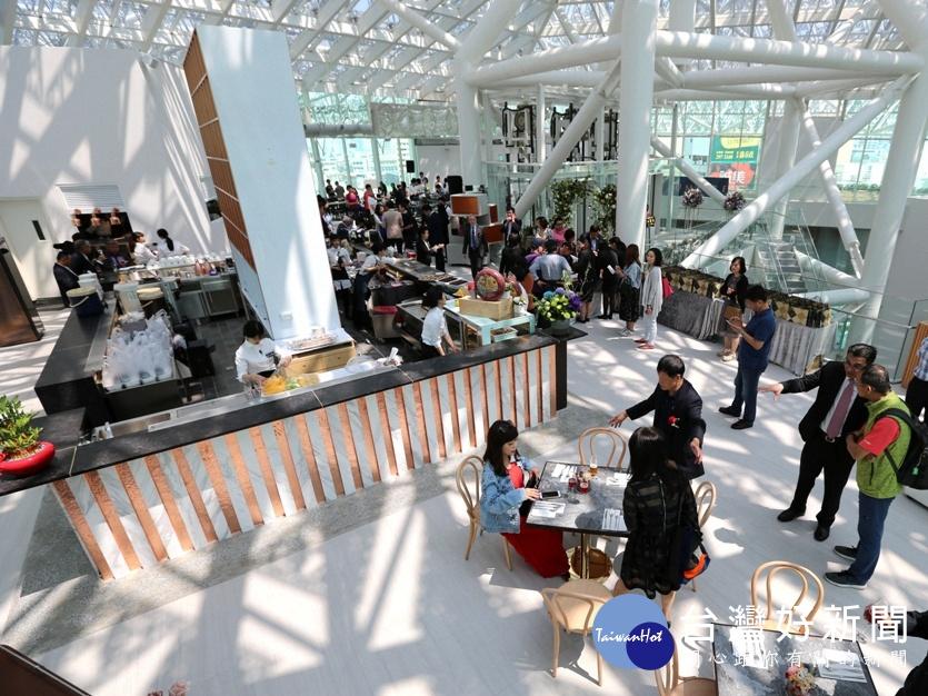 南美2館頂樓景觀餐廳 「LUMIÈRE美.食光」餐酒館開幕