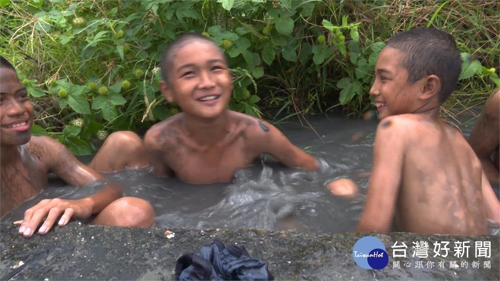 孩童下田抓「這個」! 另類夏令營傳承阿美族文化