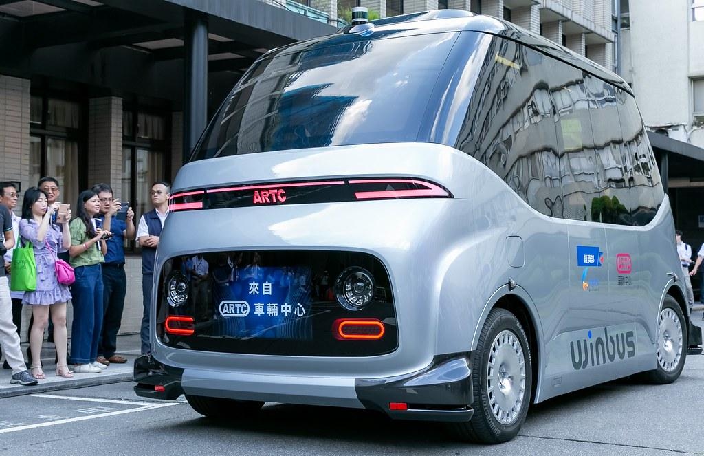 台灣自駕車生態鏈誕生 車輛中心發表國產第一輛自駕小巴